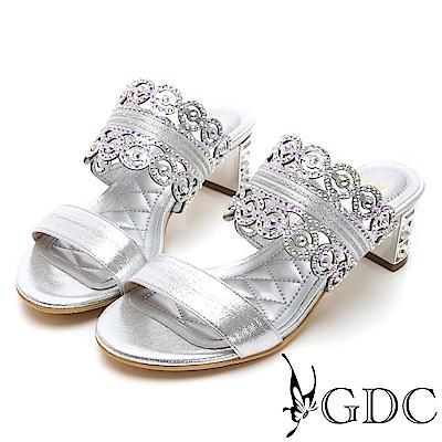 GDC-金屬質感雕花細緻亮布低跟拖鞋-銀色
