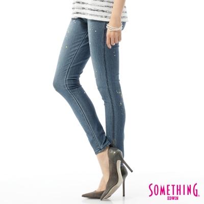 SOMETHING 窄直筒 LADIVA合身牛仔褲-女-石洗藍