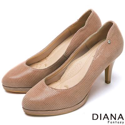 DIANA-漫步雲端焦糖美人款-裸鑽壓紋羊皮跟鞋-裸