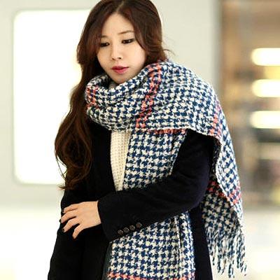 Aimee-Toff-特色格紋刷線溫暖圍巾-藍