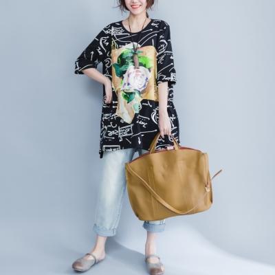中大尺碼 大玫瑰花印花塗鴉英文字寬鬆長版上衣XL~4L-Ballet Dolly