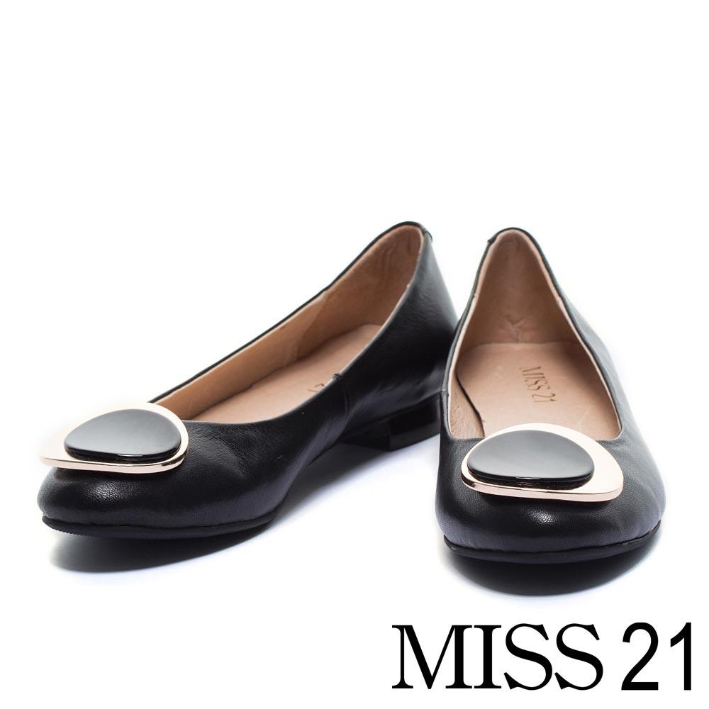 低跟鞋 MISS 21時尚經典金屬飾釦羊皮低跟鞋-黑