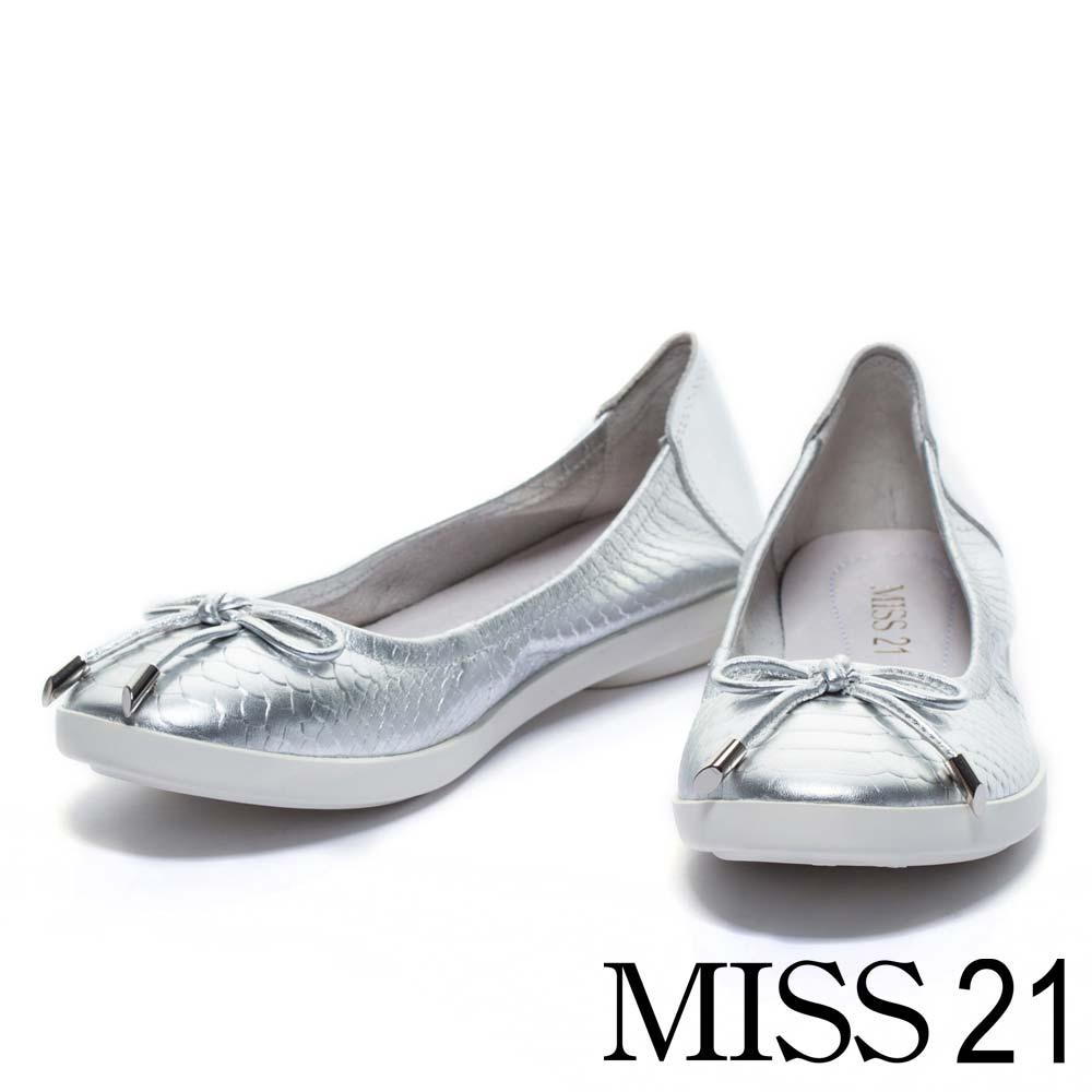 娃娃鞋 MISS 21 清新迷人壓紋牛皮平底娃娃鞋-銀