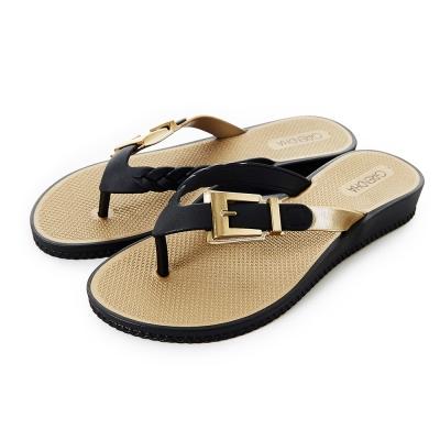 GRENDHA 金屬扣環楔型夾腳鞋-黑色