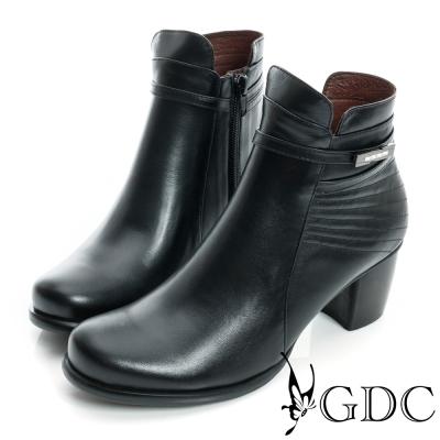 GDC個性-細扣帶金屬飾片真皮粗跟短靴-黑色
