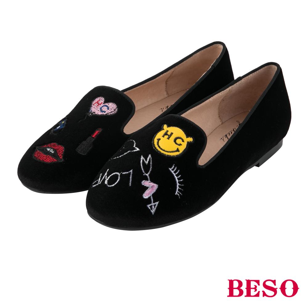 BESO街頭塗鴉 不對稱電繡樂福平底鞋~黑
