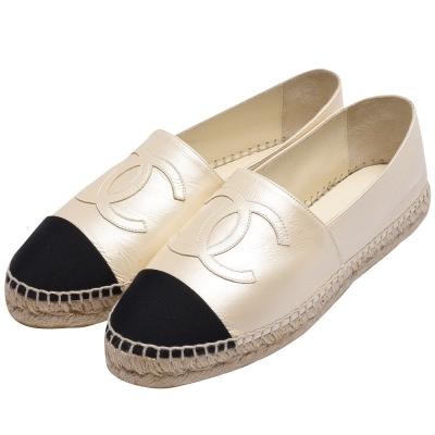 CHANEL 經典Espadrilles小香LOGO珠光牛皮厚底鉛筆鞋(象牙白X黑)