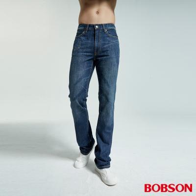 BOBSON 男款鬼爪低腰喇叭中藍牛仔褲
