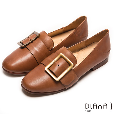 DIANA 經典原色—復古洗舊穿孔方框樂福鞋-卡其