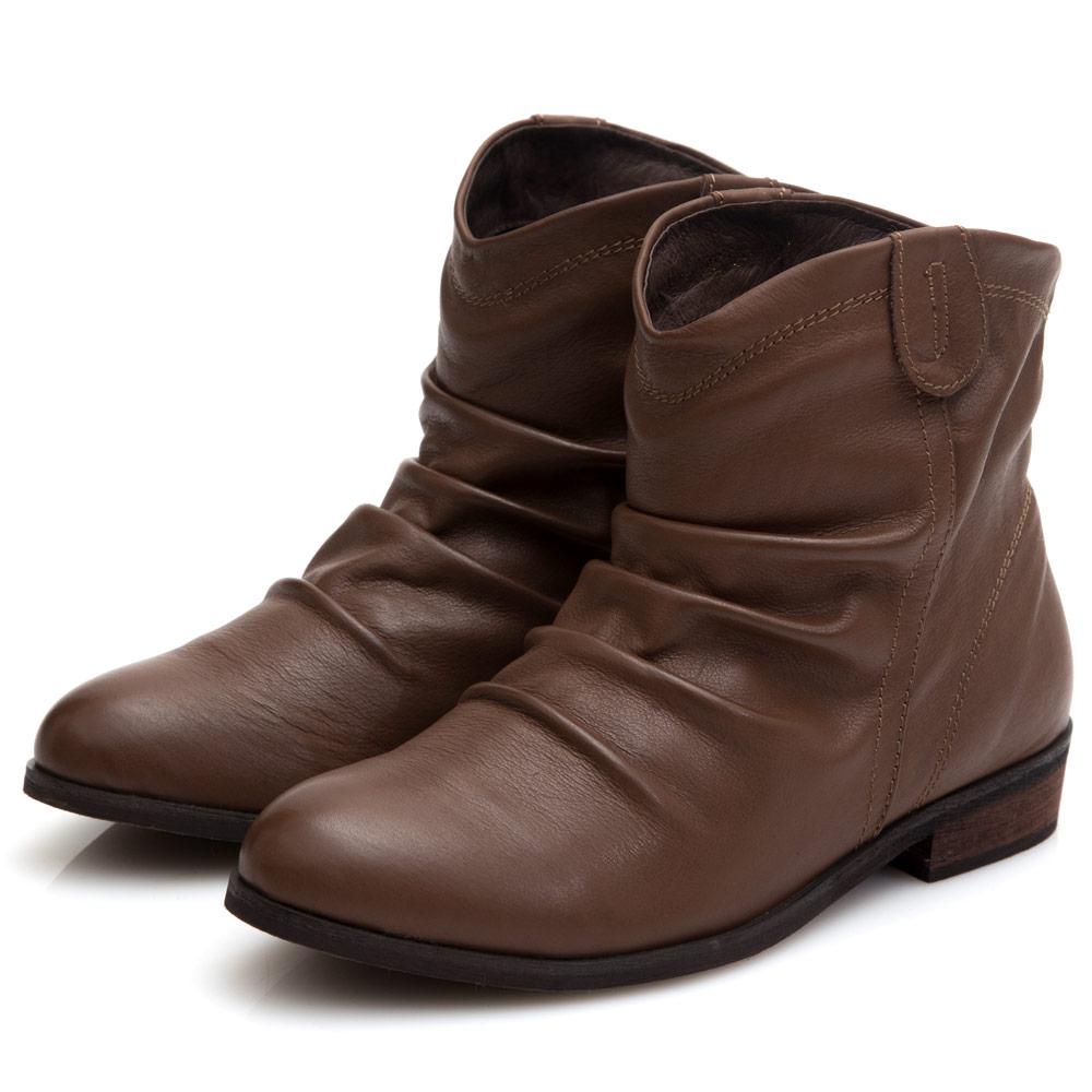 G.Ms. 牛皮抓皺V口低跟短靴-深咖啡