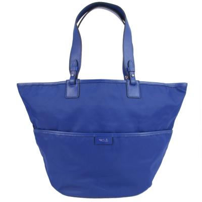 agnes b.燙金皮標尼龍桶型肩背包(藍)