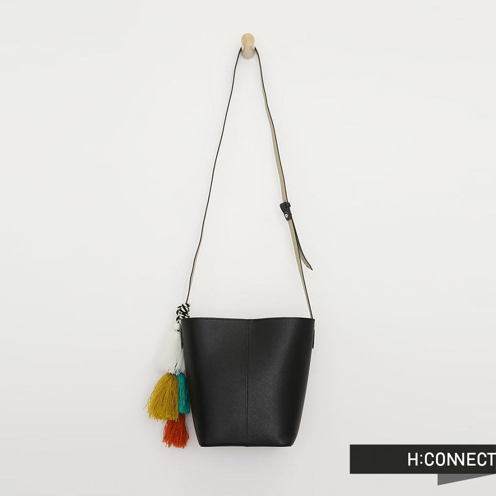 H:CONNECT 韓國品牌 彩色流蘇皮革水桶包 - 黑色