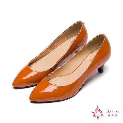 達芙妮DAPHNE-百搭素面漆皮尖頭高跟鞋-氣質桔黃8H