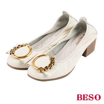 BESO 優雅名媛 全真皮LOGO飾釦蝴蝶結鬆緊帶方頭粗跟鞋~白