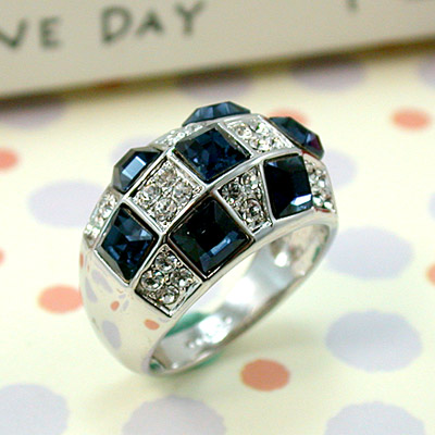 iSCrystal 伊飾晶漾 海藍方塊晶鑽戒指