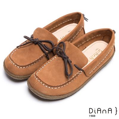 DIANA 經典舒適--車線綁帶蝴蝶結真皮寬頭休閒鞋-棕