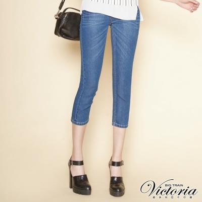Victoria 中高腰天絲棉繡花七分褲-女-中藍