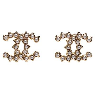 CHANEL 經典雙C LOGO珍珠鑲嵌珠邊造型穿式耳環(金)