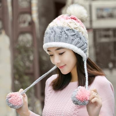 幸福揚邑 雙吊球造型雙層保暖護耳小顏拚色毛球針織毛線帽-灰