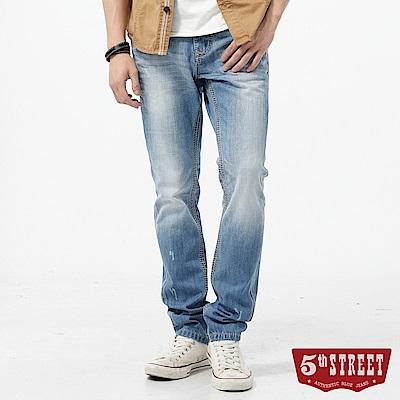 5th STREET 粗線點綴小直筒牛仔褲-男-拔洗藍