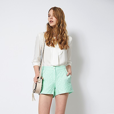 ICHE 衣哲 立體波點浮雕拼接俐落造型短褲