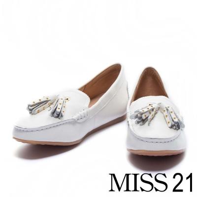 平底鞋 MISS 21 經典復古流蘇小鉚釘牛皮平底樂福鞋-白