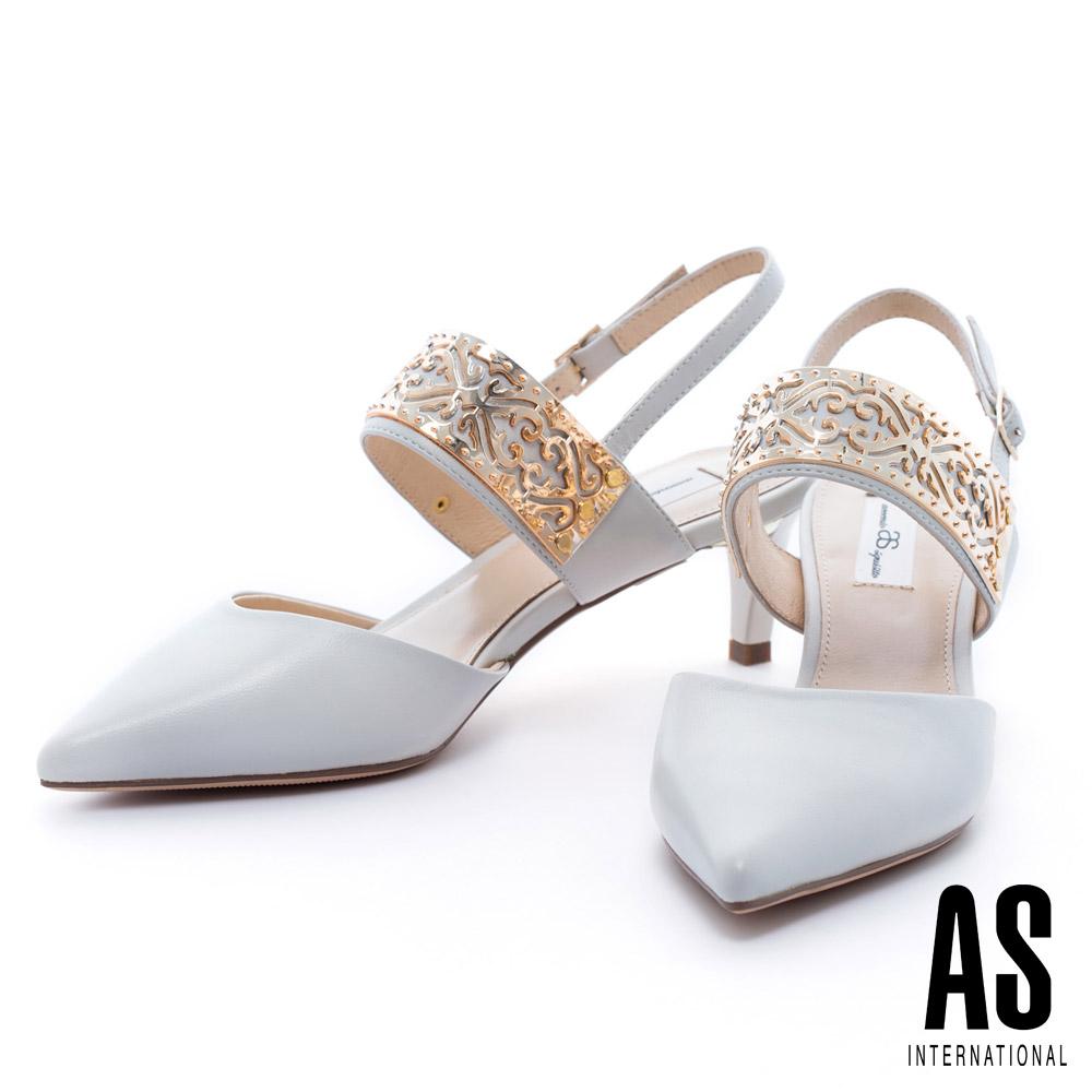 AS 金屬雕花飾片羊皮繫帶尖頭中跟鞋-米白