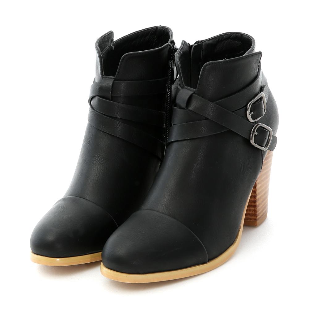 D+AF 時髦主打.多層次交叉皮帶釦高跟短靴*黑