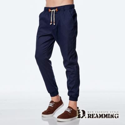 Dreamming 韓系潮款皮標抽繩束口休閒長褲-深藍