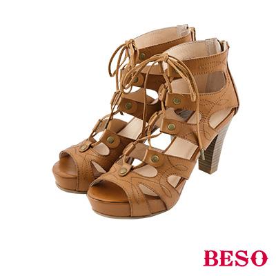BESO 羅馬風情 鉚釘鏤空裝飾車線綁帶涼鞋~茶
