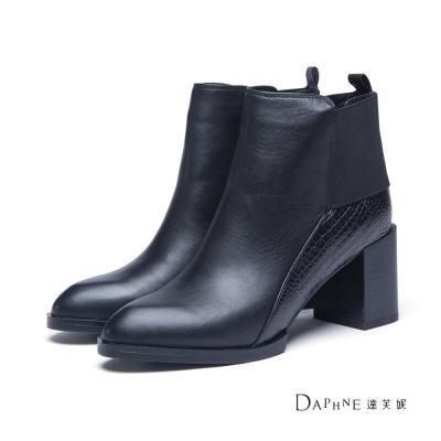 達芙妮DAPHNE-短靴-蛇紋拼接寬踝帶尖頭短靴-黑