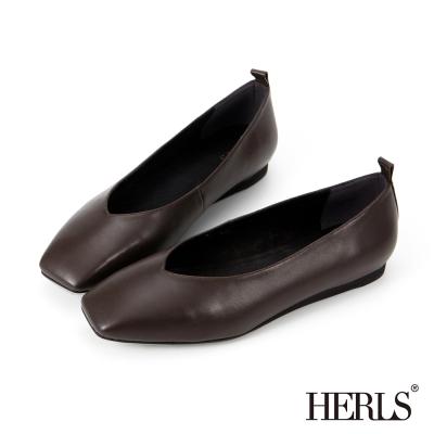 HERLS-全真皮-素面V口方頭平底樂福鞋-深棕