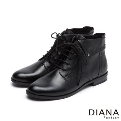 DIANA 復古學院--個性時尚綁帶反摺擦色真皮短靴-黑