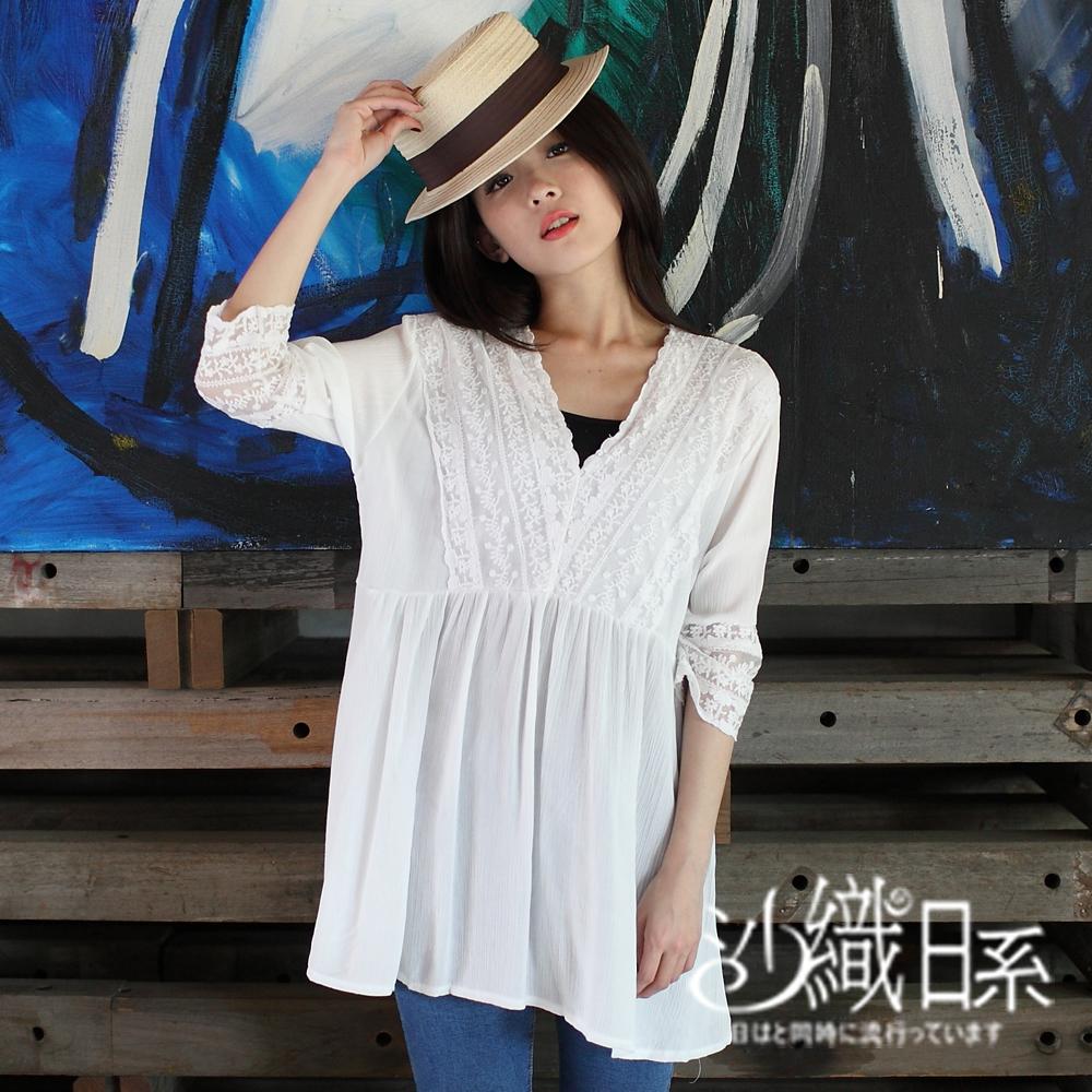上衣 大V領拼接蕾絲繡花長版棉衫(白)-沙織日系