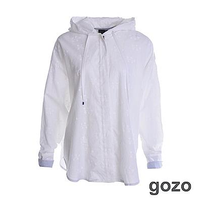 gozo 拼接反摺袖口隱印花連帽風衣外套(白色)