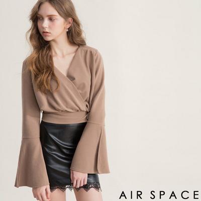 AIR SPACE 交叉V領喇叭袖綁帶上衣(卡其)