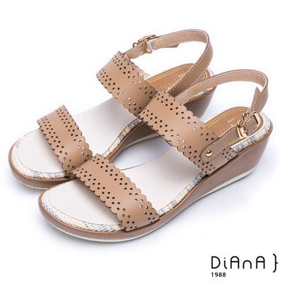 DIANA 夏日情懷--雷射沖孔紋真皮厚底楔型涼鞋 –棕