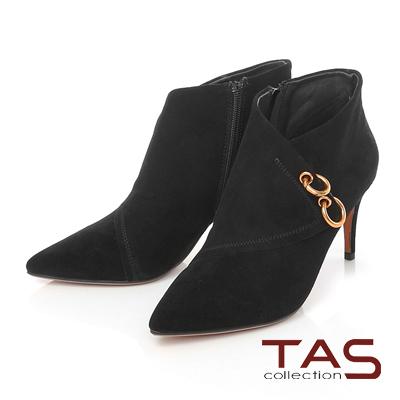 TAS 金屬雙環圓扣交疊麂皮尖頭高跟踝靴-魅惑黑