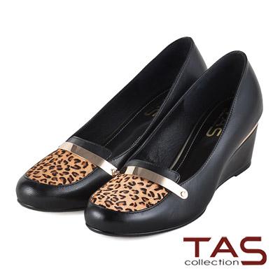 TAS-素面一字金屬片裝飾豹紋馬毛拼接楔型娃娃鞋-豹紋棕