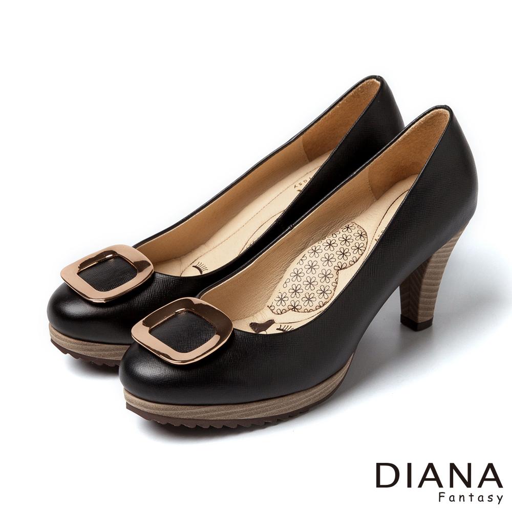 DIANA 超厚切LADY款--簡約大方飾釦真皮跟鞋-黑
