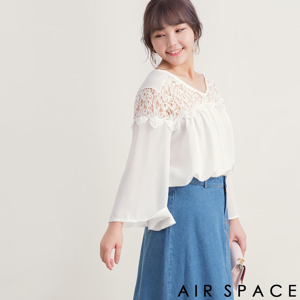 AIR SPACE PLUS 中大尺碼 肩鏤空蕾絲荷葉袖傘襬上衣(白)