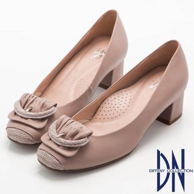 DN-都會優雅-全真皮素面簡約飾扣低跟鞋-粉
