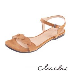 Chichi 葉子一字側扣環平底涼鞋*駝色