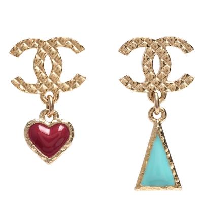CHANEL 香奈兒經典CC LOGO愛心三角錐形吊飾造型穿式耳環(金)