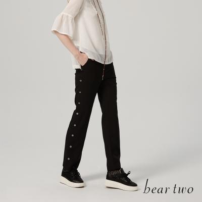 beartwo 時尚側邊排釦造型修身長褲(二色)-動態show