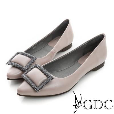 GDC-時尚都會方形水鑽飾扣真皮平底尖頭娃娃鞋-米杏色