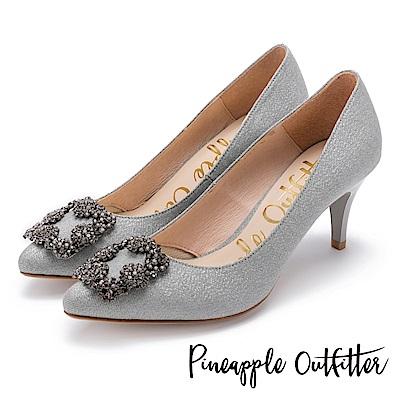 Pineapple Outfitter 璀璨名媛 方鑽飾釦尖頭高跟鞋-淺灰
