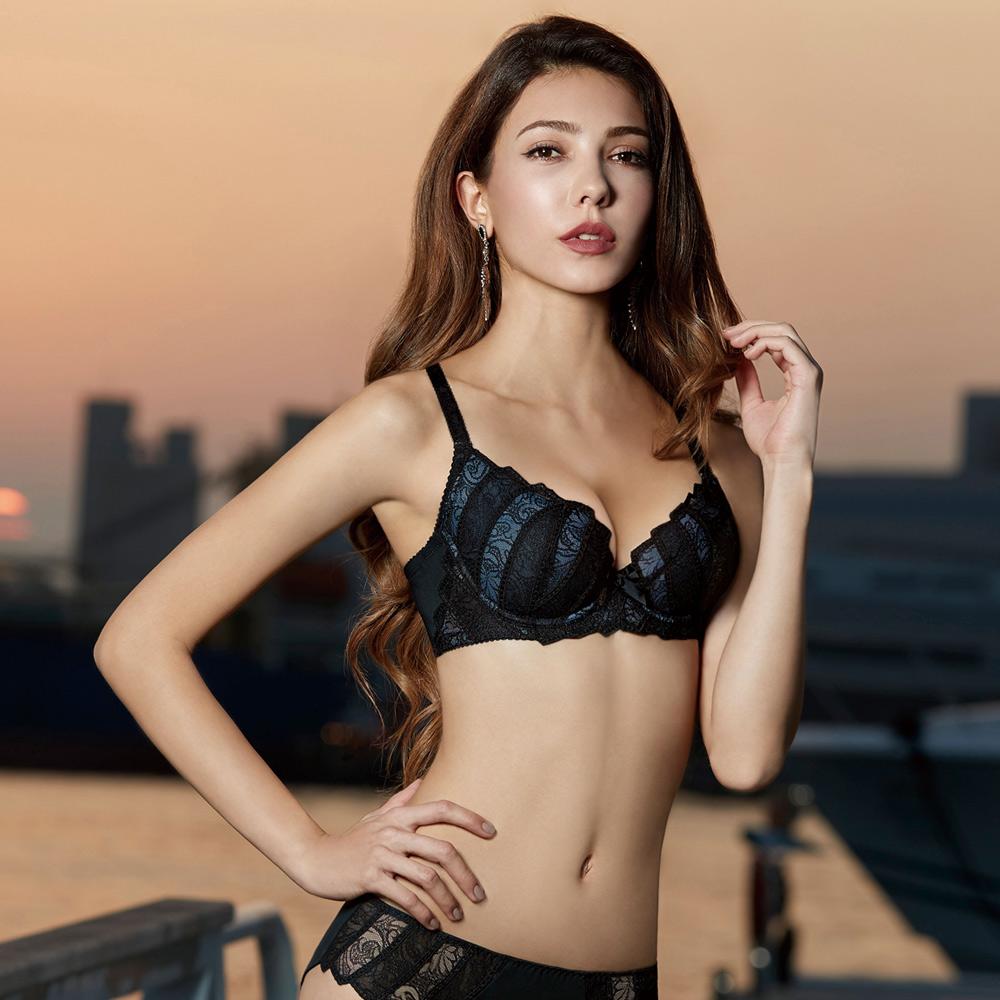 曼黛瑪璉 Marie One 刺繡蕾絲內衣D-E罩杯(黑)
