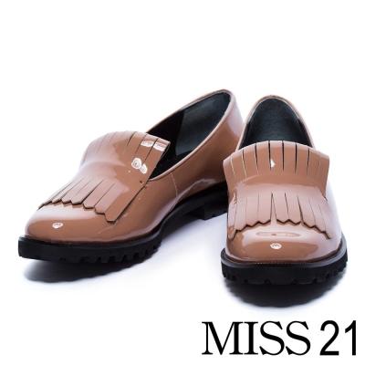 跟鞋 MISS 21 個性亮澤流蘇漆皮感低跟樂福鞋-米