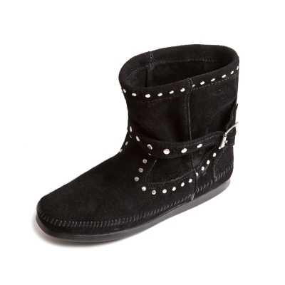 MINNETONKA-STUDDED STRAP鉚釘繞帶短靴-黑色